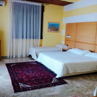 卡梅拉孔旅馆 - 阿格里真托 - 睡房