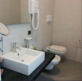卡梅拉孔旅馆 - 阿格里真托 - 浴室
