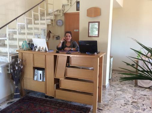 卡梅拉孔旅馆 - 阿格里真托 - 柜台