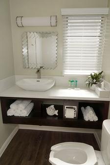 圣地亚哥阿特伍德汽车旅馆 - 海洋世界/动物园 - 圣地亚哥 - 浴室