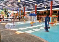 可可中心水上乐园度假酒店 - 奥兰多 - 游泳池