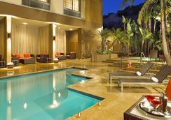 圣地亚哥米森谷/酒店区万怡酒店 - 圣地亚哥 - 游泳池