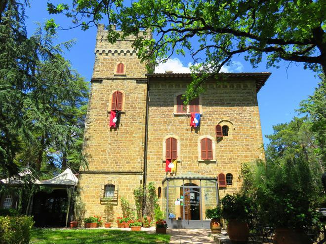 城堡科特维奇奥酒店 - 古比奥 - 建筑
