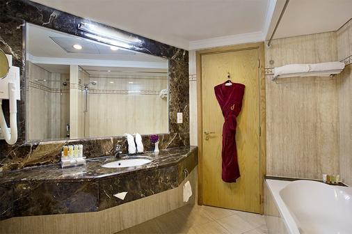 城市四季酒店 - 迪拜 - 浴室