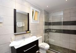 佩拉母马酒店 - 阿齐亚佩拉加 - 浴室