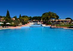 佩斯塔纳维拉阳光高尔夫度假酒店 - 维拉摩拉 - 游泳池
