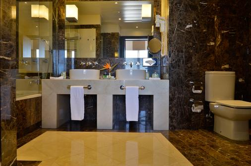 佩斯塔纳维拉阳光高尔夫度假酒店 - 维拉摩拉 - 浴室
