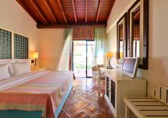 佩斯塔纳维拉阳光高尔夫度假酒店 - 维拉摩拉 - 睡房