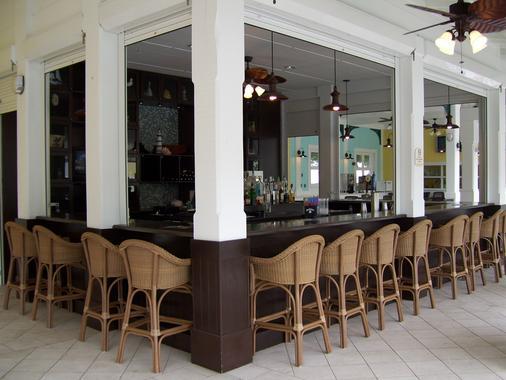 基韦斯特万豪费尔菲尔德度假酒店 - 基韦斯特 - 酒吧