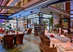 绿色花园套房酒店 - 阿拉尼亚 - 餐馆