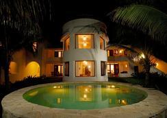 金索尔苏雷精品酒店 - 卡门海滩 - 游泳池