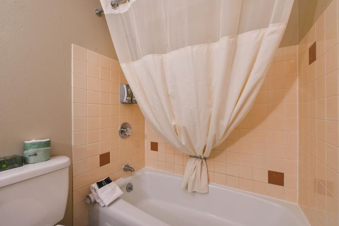 塔奇拉/西泰克机场美国最有价值旅馆及套房酒店 - 塔奇拉 - 浴室