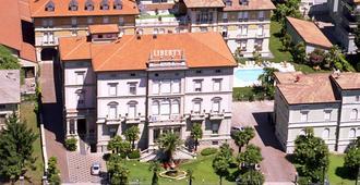 自由大酒店 - 里瓦 - 建筑