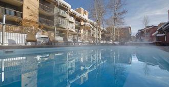 Phoenix at Steamboat by Mountain Resorts - 斯廷博特斯普林斯 - 游泳池