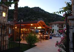 奥卢登斯酒店 - 厄吕代尼兹 - 酒吧