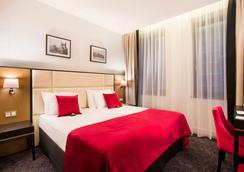 小格兰德酒店 - 布达佩斯 - 睡房