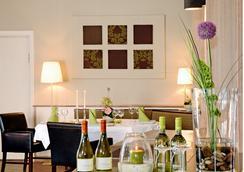Akzent Hotel Dorn - 比苏姆 - 餐馆