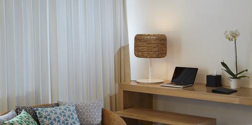 巴厘岛水明漾乌帕萨酒店 - 库塔 - 客厅