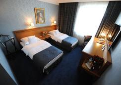 波兹南意大利商务中心酒店 - Poznan - 睡房