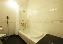 亚波诺加尔度假村 - 古尔冈 - 浴室