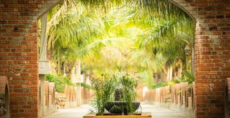 Brown Town Resort & Spa - 海得拉巴 - 户外景观
