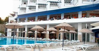 马维克萨尔酒店 - 博德鲁姆 - 游泳池