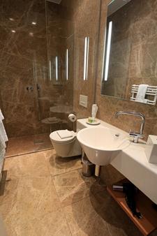 圣乔治宫殿酒店 - 门兴格拉德巴赫 - 浴室