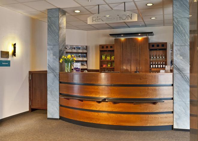 莱比锡博览中心温德姆戴斯酒店 - 莱比锡 - 柜台