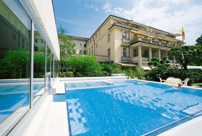 巴登霍夫丽笙酒店 - 巴登-巴登 - 游泳池