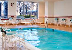阿灵顿罗斯林万怡酒店 - 阿林顿 - 游泳池