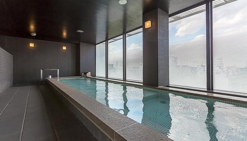 札幌三位一体瑞索尔酒店 - 札幌 - 游泳池