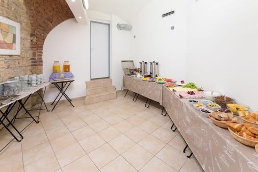 布拉格佩蒂特酒店 - 布拉格 - 自助餐