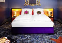 里维斯25小时酒店 - 法兰克福 - 睡房