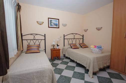阿杜阿尔旅馆 - 马贝拉 - 睡房