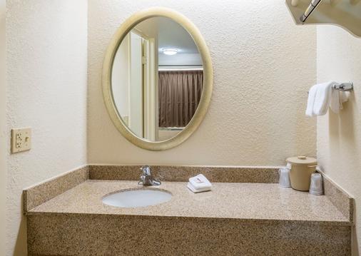 杰克逊维尔橘园红屋顶酒店 - 杰克逊维尔 - 浴室