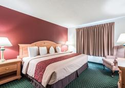 诺克斯维尔东红顶套房酒店 - 诺克斯维尔 - 睡房
