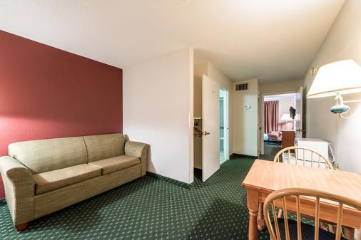 诺克斯维尔东红顶套房酒店 - 诺克斯维尔 - 客厅