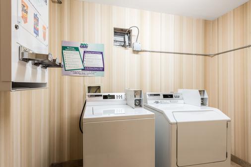 诺克斯维尔东红顶套房酒店 - 诺克斯维尔 - 洗衣设备