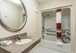 博林格林红屋顶客栈 - 博林格林 - 浴室