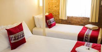 359汽车旅馆 - 塔姆沃思 - 睡房