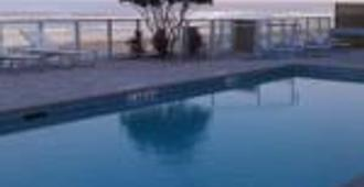 莲花精品套房酒店 - 奥蒙德海滩 - 游泳池