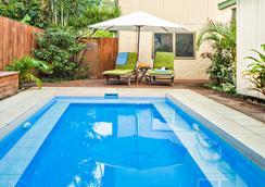 库克斯绿洲假日别墅酒店 - Rarotonga - 游泳池