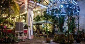 市中市白骑士酒店 - 马尼拉 - 户外景观