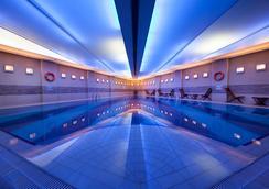 柏银特塔克西姆酒店 - 伊斯坦布尔 - 游泳池