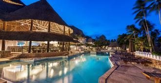 东方宝石酒店 - 式 - 南威 - 游泳池