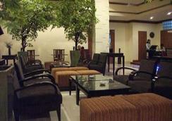 阿芒酒店 - 安汶 - 休息厅