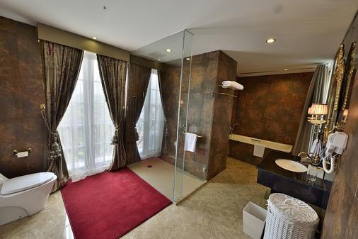 皇家阿玛罗莎酒店 - 茂物 - 浴室