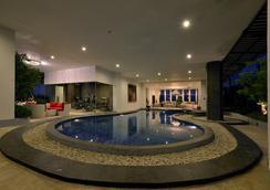 皇家阿玛罗莎酒店 - 茂物 - 游泳池