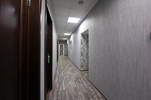 黑白家庭旅馆 - 圣彼德堡 - 门厅