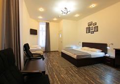 黑白家庭旅馆 - 圣彼德堡 - 睡房
